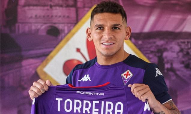 Lucas Torreira completes move to Fiorentina on loan with option to buy