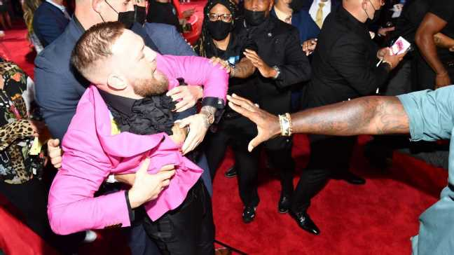 Conor McGregor gets into scuffle with Machine Gun Kelly at MTV VMAs