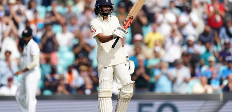 England suffer difficult morning in pursuit of record total against India