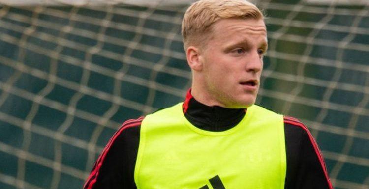 Man Utd boss Solskjaer's 10-word message to Van de Beek after Everton transfer enquiry
