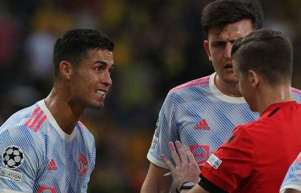 Manchester United boss Ole Gunnar Solskjaer questions young referee over Cristiano Ronaldo penalty
