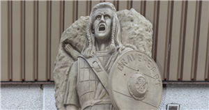 Scottish club's horror Braveheart statue goes viral for facial expression