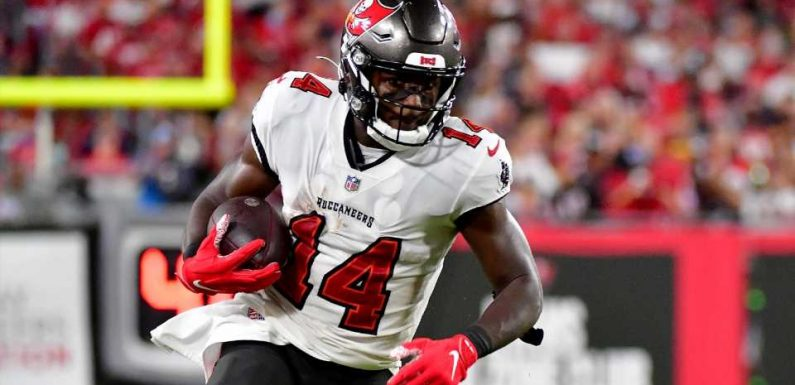 Buccaneers benefit from apparent missed OPI call on Chris Godwin during winning drive vs. Cowboys