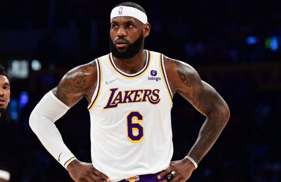LeBron: Leg 'sore' after collision, hope to play Tue.
