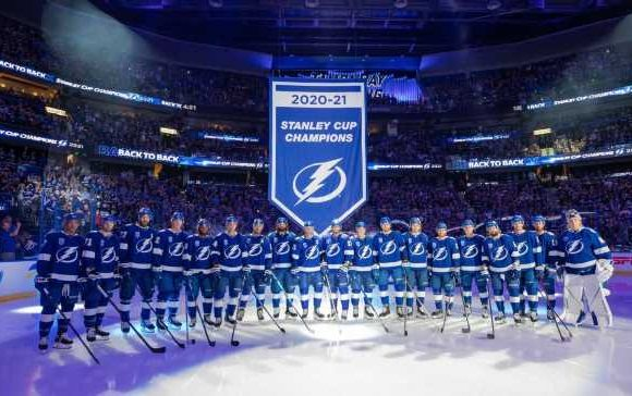 NHL Opening Night 2021 — Best moments from Tampa Bay Lightning's banner raising, the Seattle Kraken's first game and more